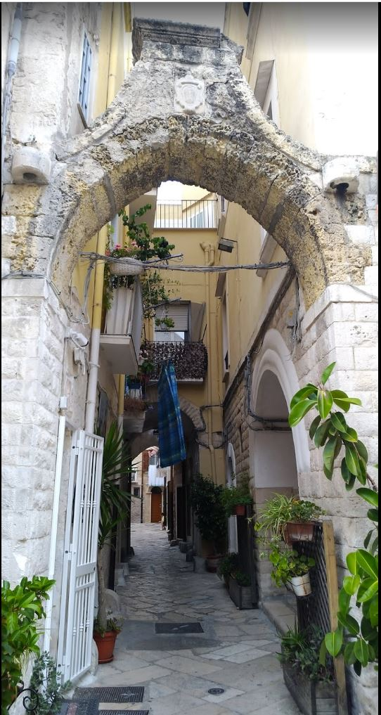 http://www.viaggiavventurenelmondo.it/immagini/altrapuglia.jpg