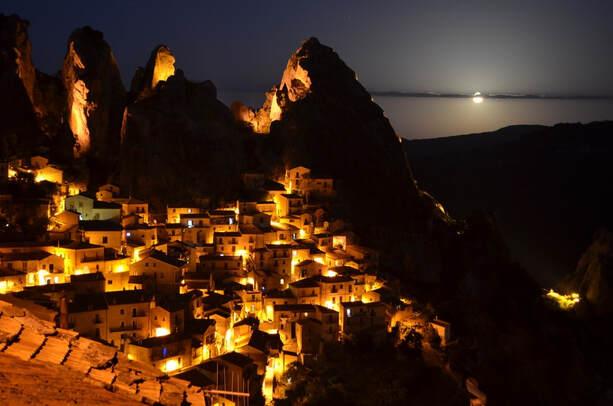 http://www.viaggiavventurenelmondo.it/immagini/dolomitilucanetrek.jpg