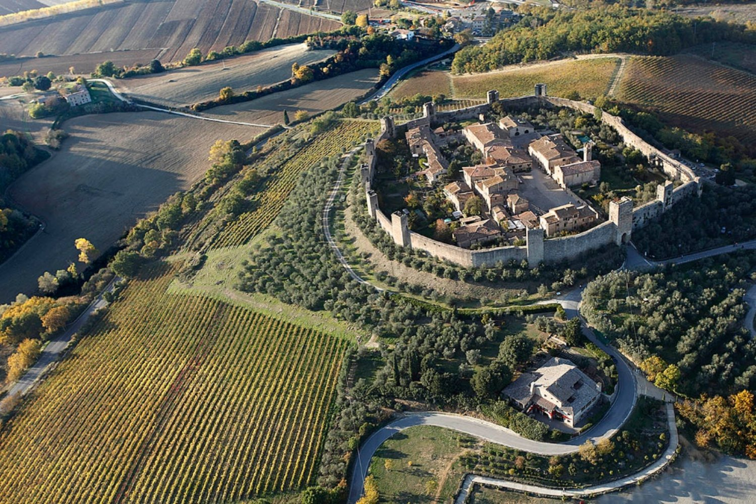 http://www.viaggiavventurenelmondo.it/immagini/francigena2a.JPG
