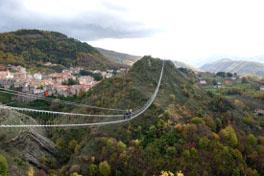 http://www.viaggiavventurenelmondo.it/immagini/lucanefam.jpg