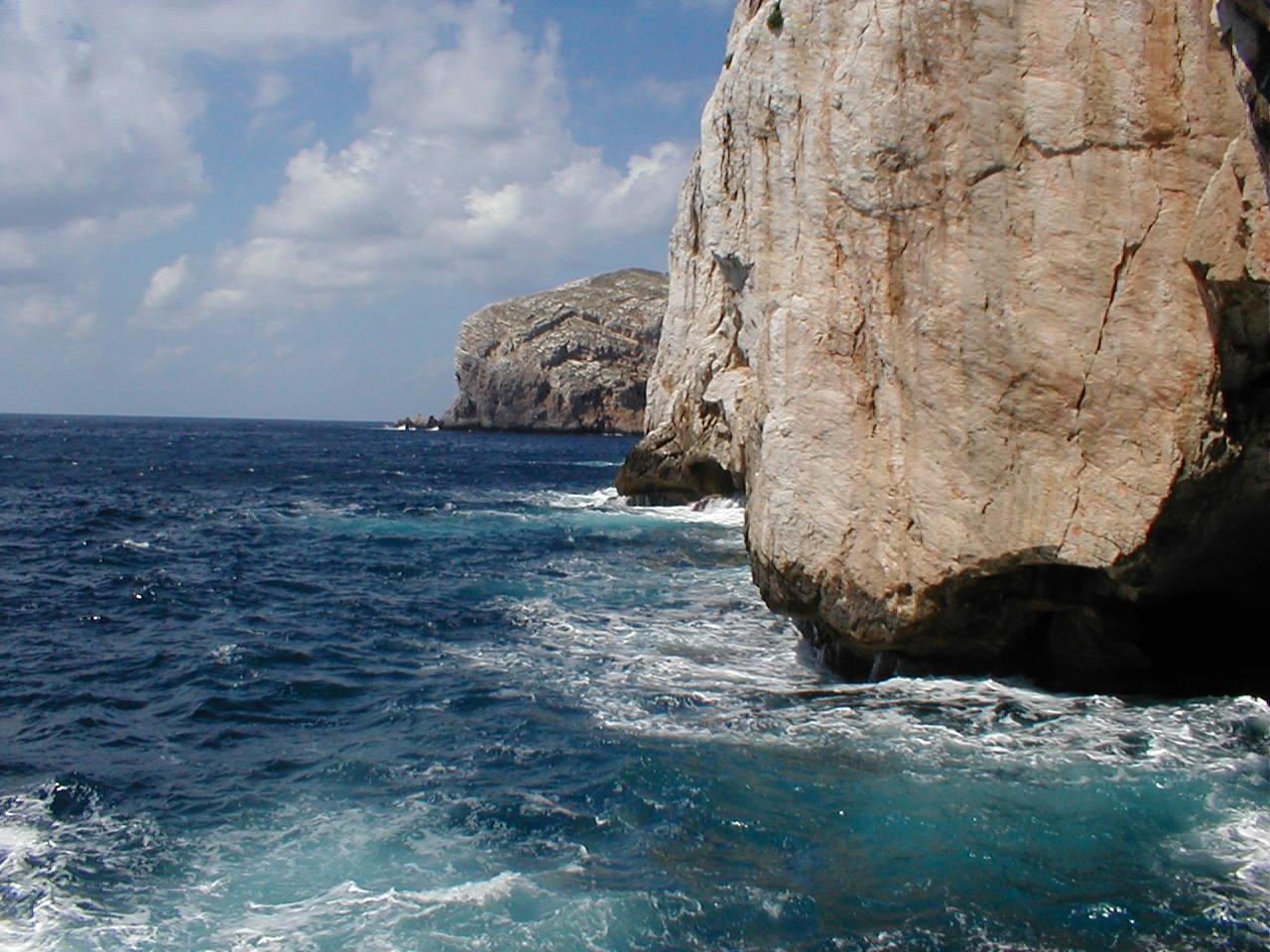 http://www.viaggiavventurenelmondo.it/immagini/sardegna0.jpg