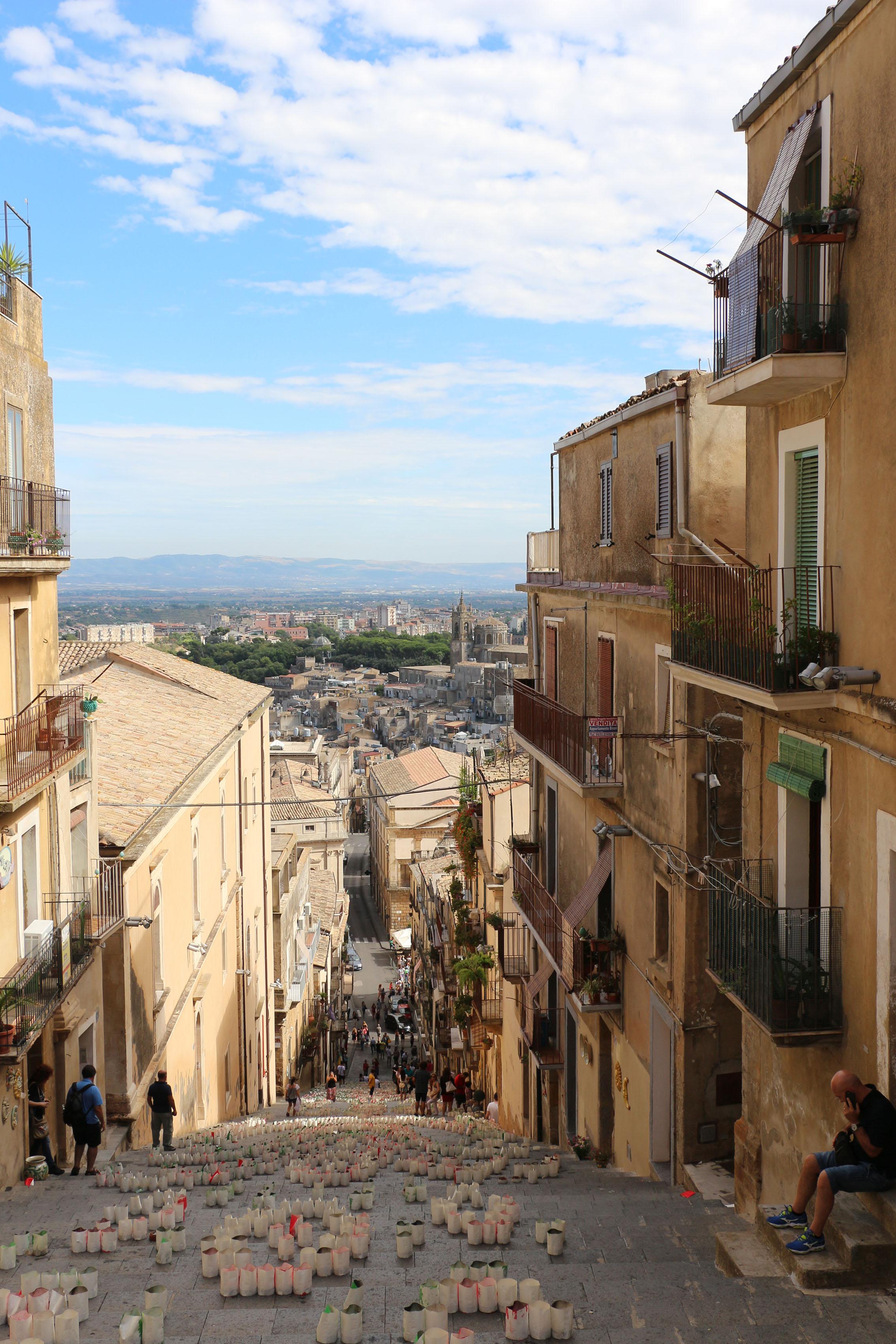 http://www.viaggiavventurenelmondo.it/immagini/sicilia.jpg