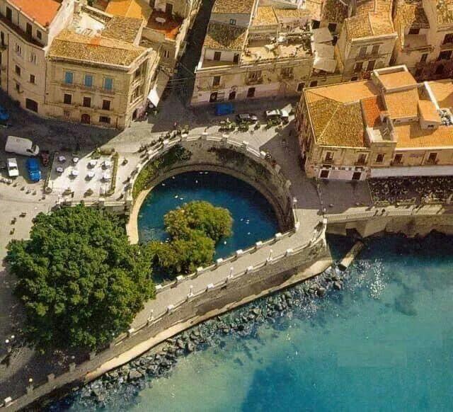 http://www.viaggiavventurenelmondo.it/immagini/siciliaperiplo.jpg