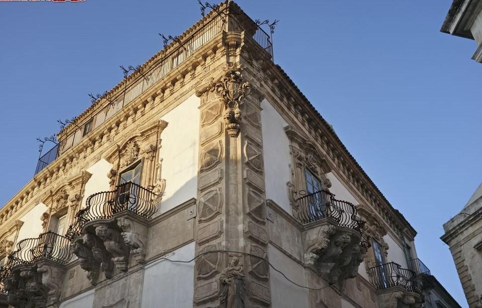http://www.viaggiavventurenelmondo.it/immagini/siciliasudest1.jpg