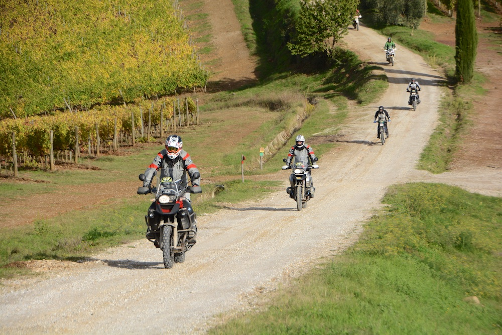http://www.viaggiavventurenelmondo.it/immagini/toscanamotoraid.jpg