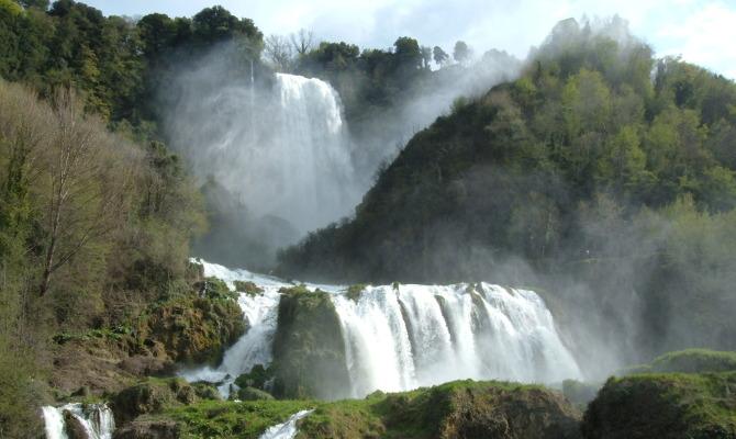 http://www.viaggiavventurenelmondo.it/immagini/umbrialazio2.jpg